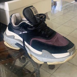 Balenciaga men's Triple S Sneakers 41